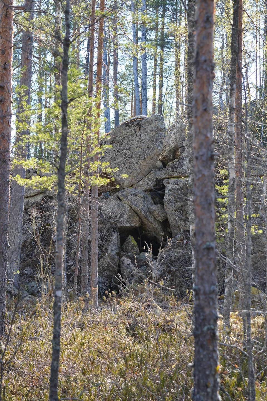 Kasvot kivissä kivikurulla