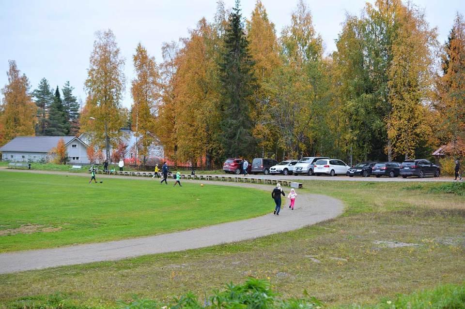 Kurkimäen koulun urheilukentän parkkipaikka