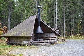 Kuopion Kurkimäen kyläyhdistyksen kelokylä ja nuotikatos