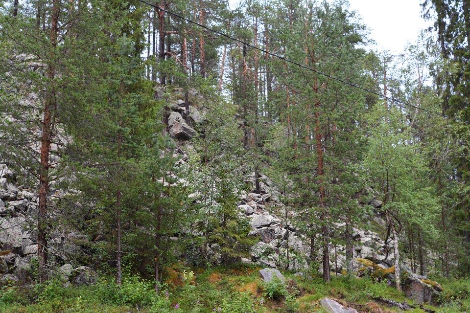 Kallioseinämää Sallatuntureilla.